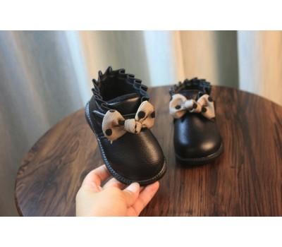 Демисезонные  ботинки на липучке