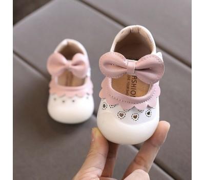Красивые туфельки  антиударным носком