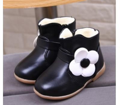 Демисезонные ботинки с цветком