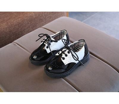 Стильные лакированные туфли