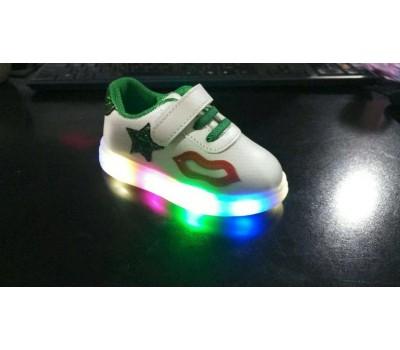 """Кроссовки со светящейся подошвой """"Поцелуйчик"""", зеленый декор"""