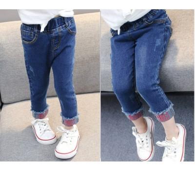 Стильные джинсы с подворотом