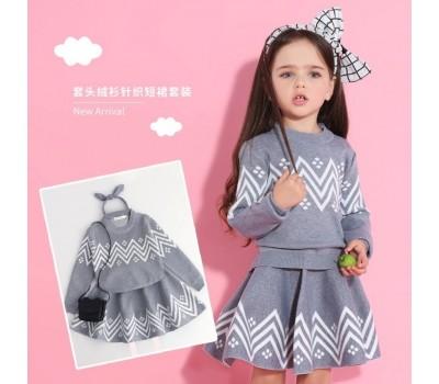 Красивый и стильный костюм для девочек