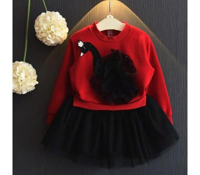 Стильное платье с лебедем