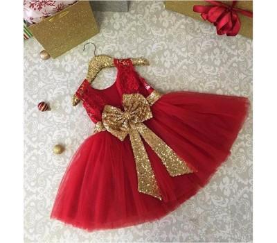 Красное платье с золотым бантом