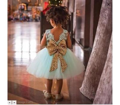 Нарядное платье с золотым бантом