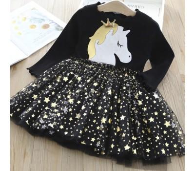 Красивое платье с единорогом