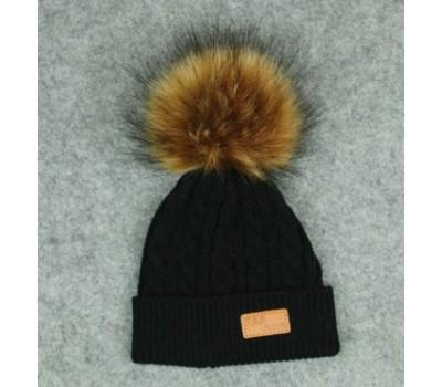 Демисезонная шапка с бубоном, черная