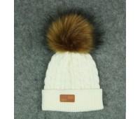 Демисезонная шапка с бубоном, белая