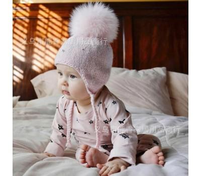 Легенькие шапочки с пышным бубоном на завязках, розовая