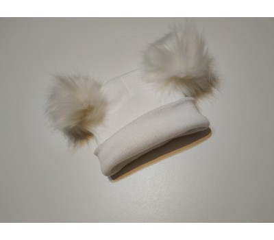 Легкая шапка с бубонами, белая