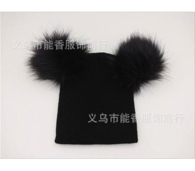 Легкая шапка с бубонами, черная