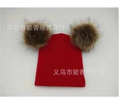 Легкая шапка с бубонами, красная