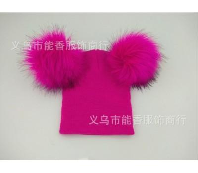 Легкая шапка с бубонами, розовая
