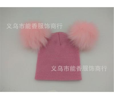 Легкая шапка с бубонами, светло розовая