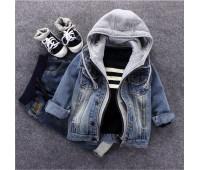 Джинсовая куртка с капюшоном для мальчиков