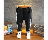 Стильные джинсы  с полосой