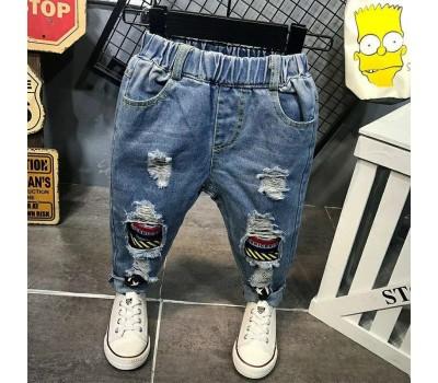 Стильные джинсы с потертостями