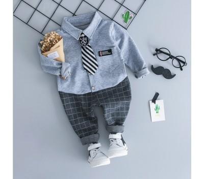 Стильный нарядный костюм с галстуком