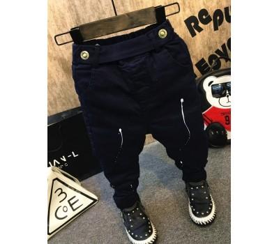Детские брюки с белыми пятнами