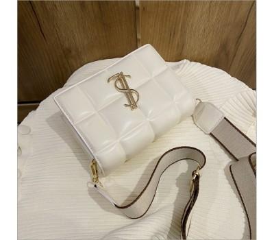 Стильная сумка-клатч с широким ремнем